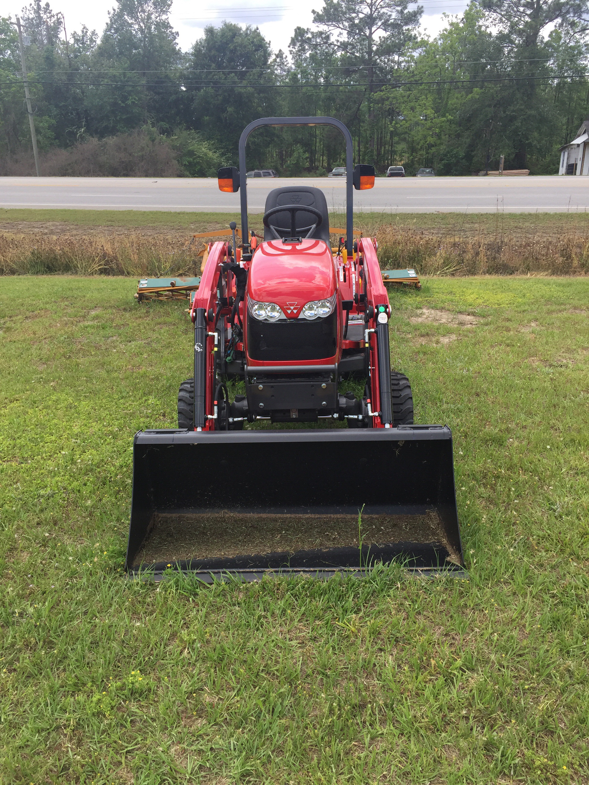 2019 Massey Ferguson MFGC1705 in Hazlehurst, Georgia - Photo 2