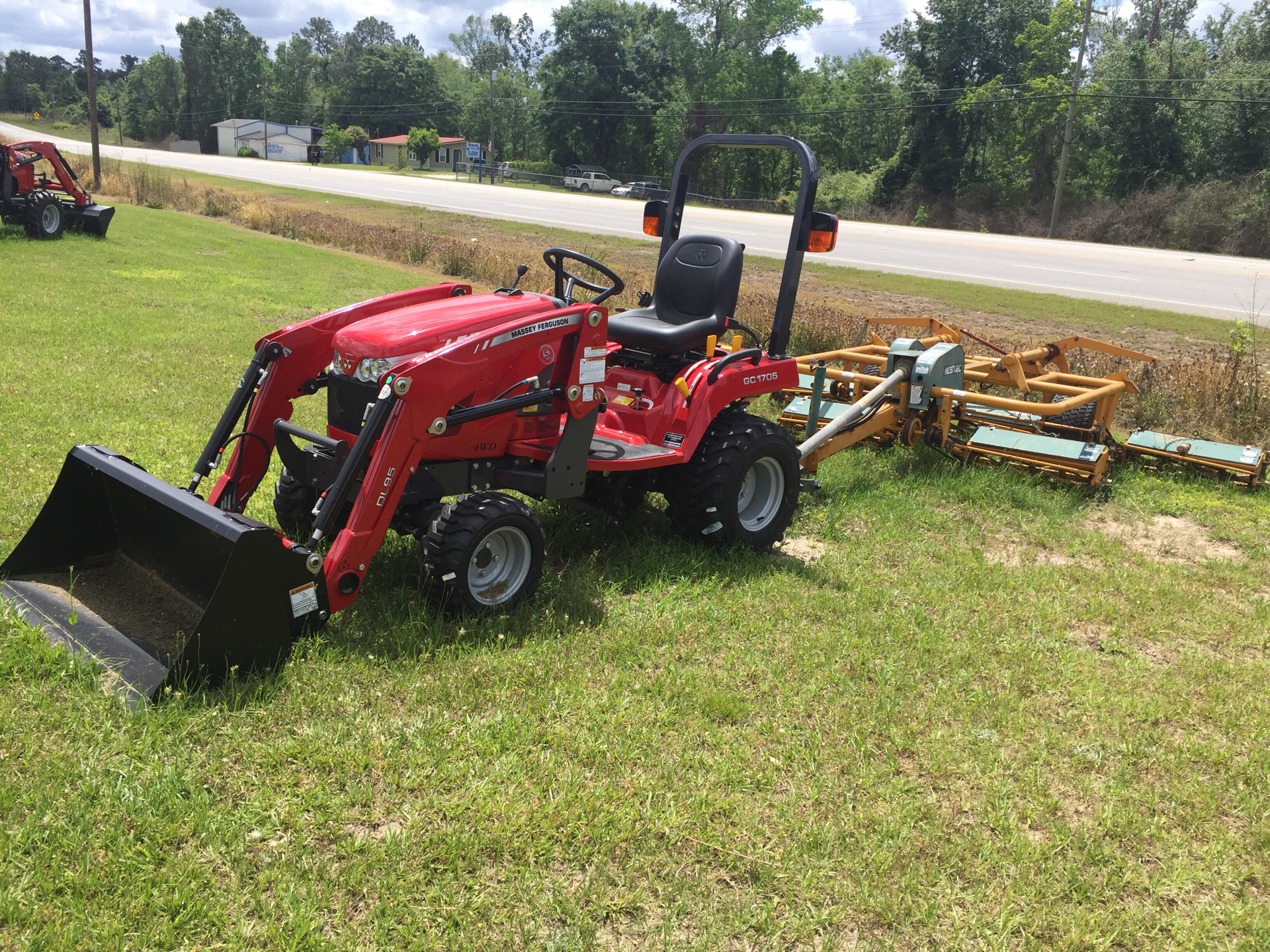 2019 Massey Ferguson MFGC1705 in Hazlehurst, Georgia - Photo 3