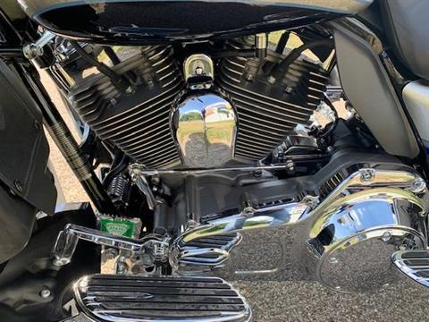 2009 Harley-Davidson CVO™ Ultra Classic® Electra Glide® in Brilliant, Ohio - Photo 8