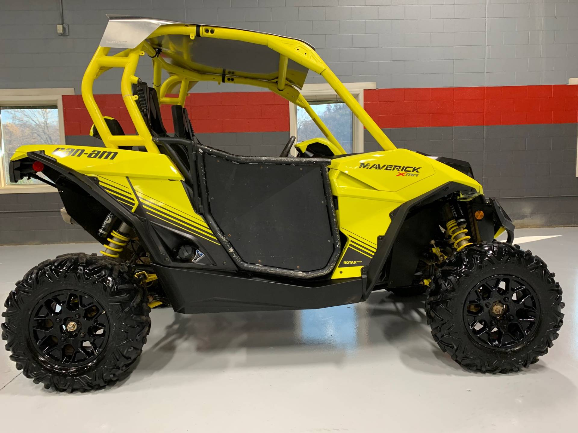 2018 Can-Am Maverick X MR in Brilliant, Ohio - Photo 2