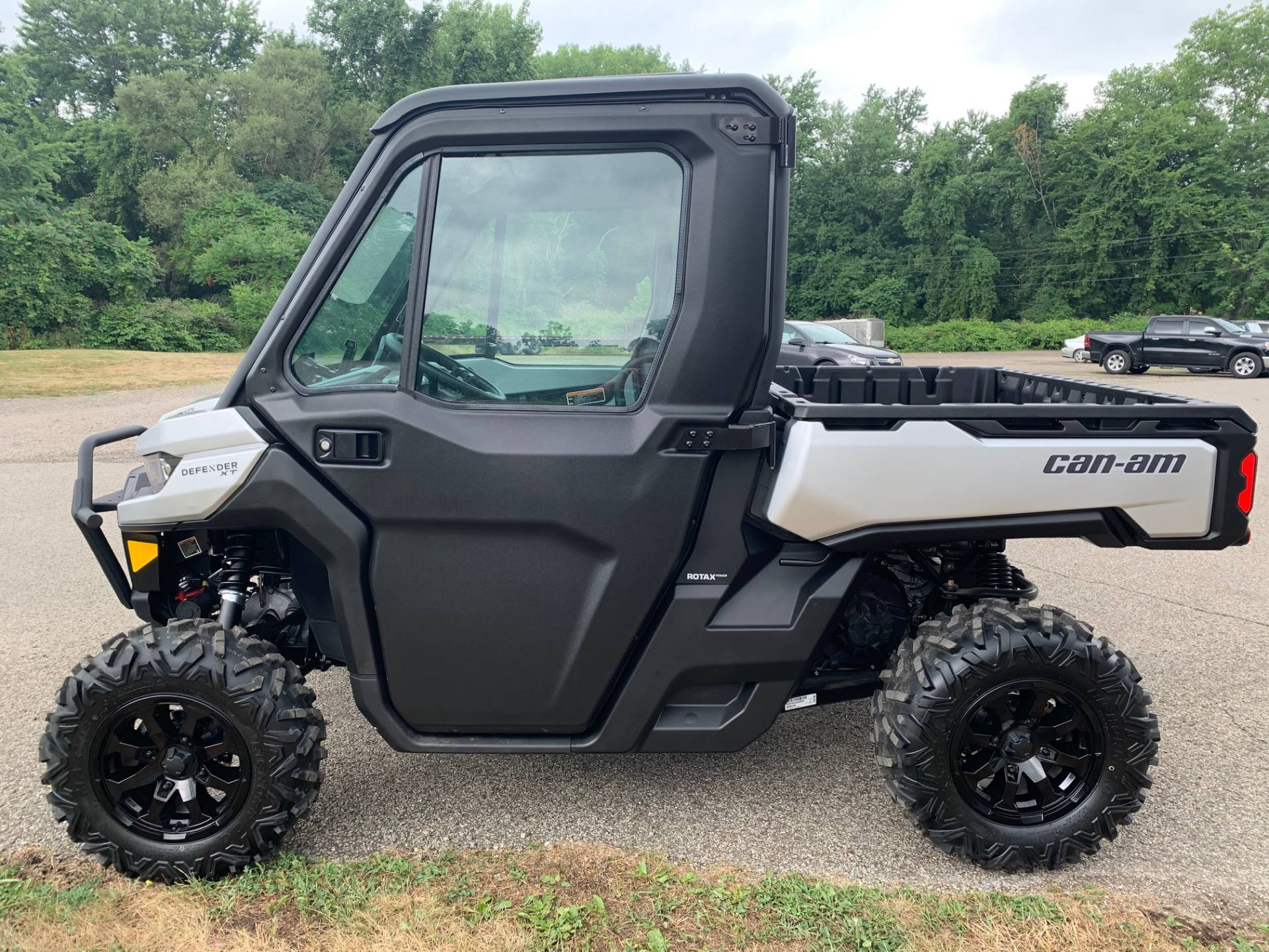 2020 Can-Am Defender XT CAB HD10 in Brilliant, Ohio - Photo 4