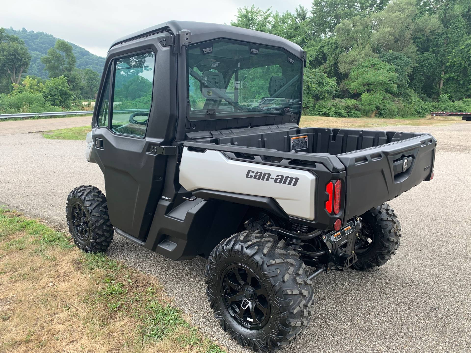 2020 Can-Am Defender XT CAB HD10 in Brilliant, Ohio - Photo 5