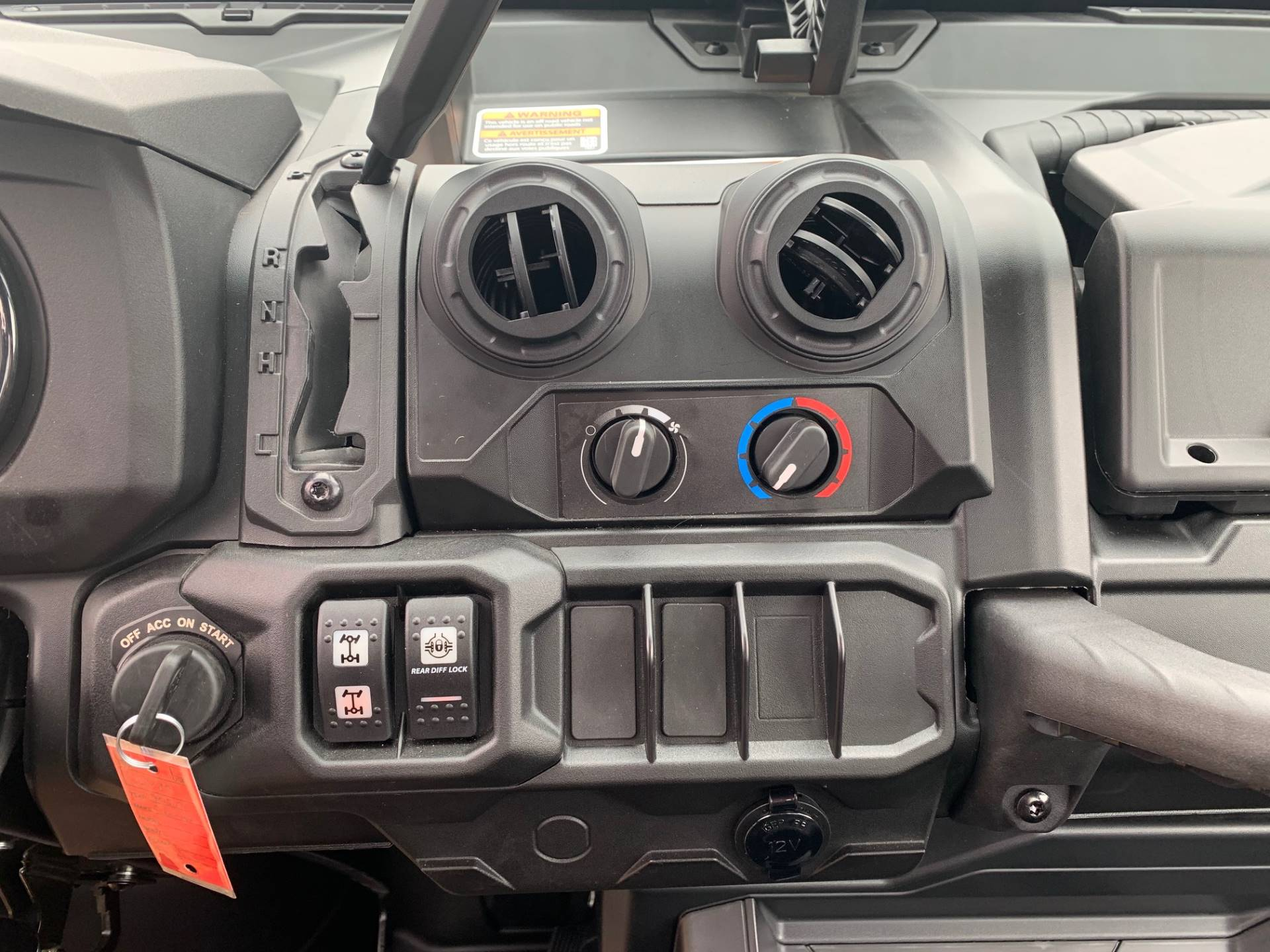 2020 Can-Am Defender XT CAB HD10 in Brilliant, Ohio - Photo 13