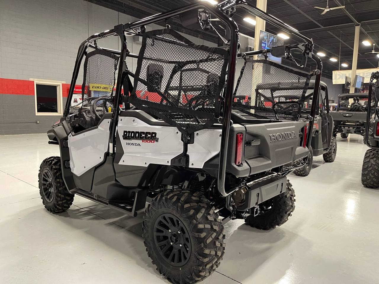 2021 Honda Pioneer 1000-5 Deluxe in Brilliant, Ohio - Photo 5
