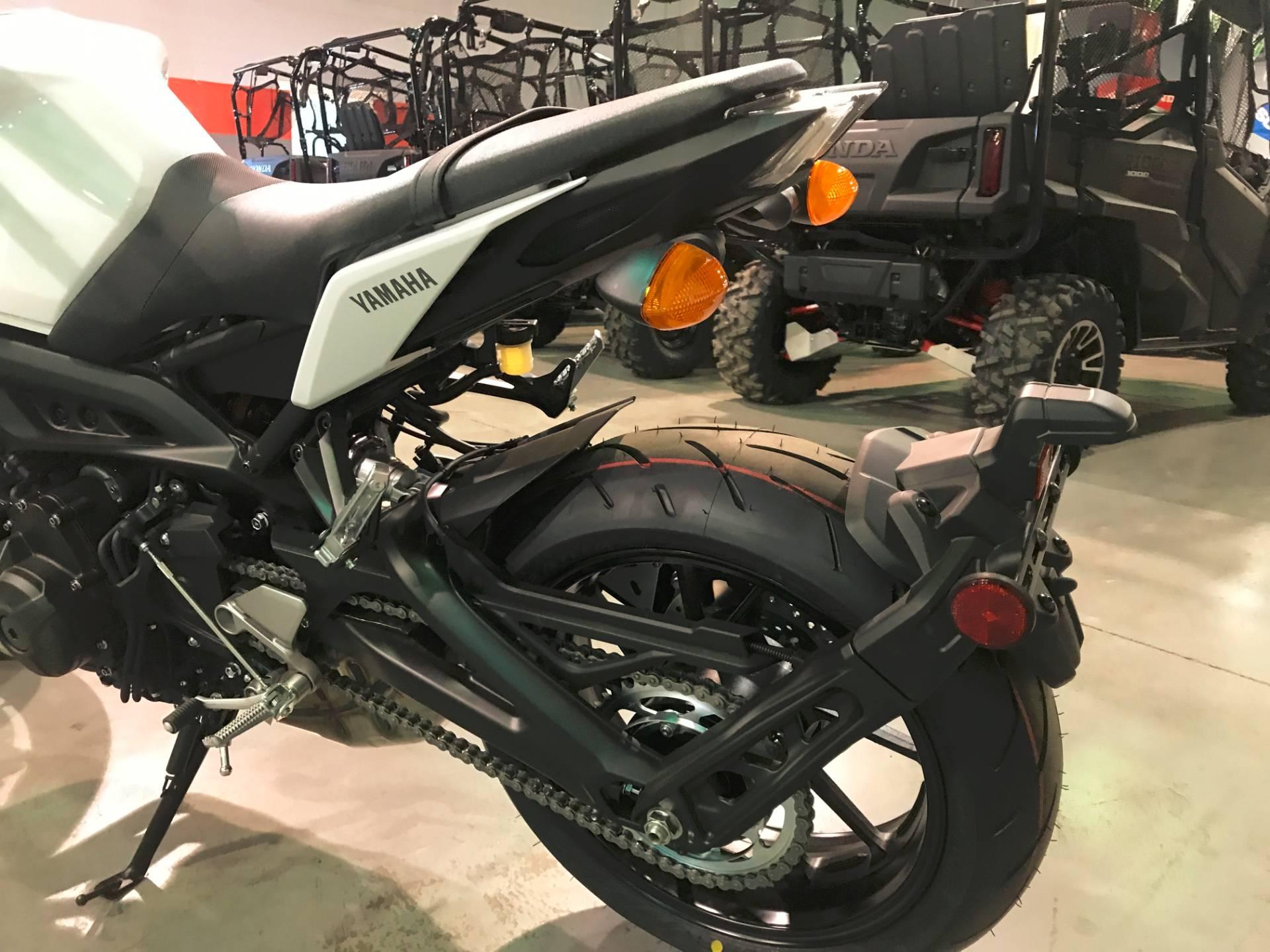 2017 Yamaha FZ-09 10