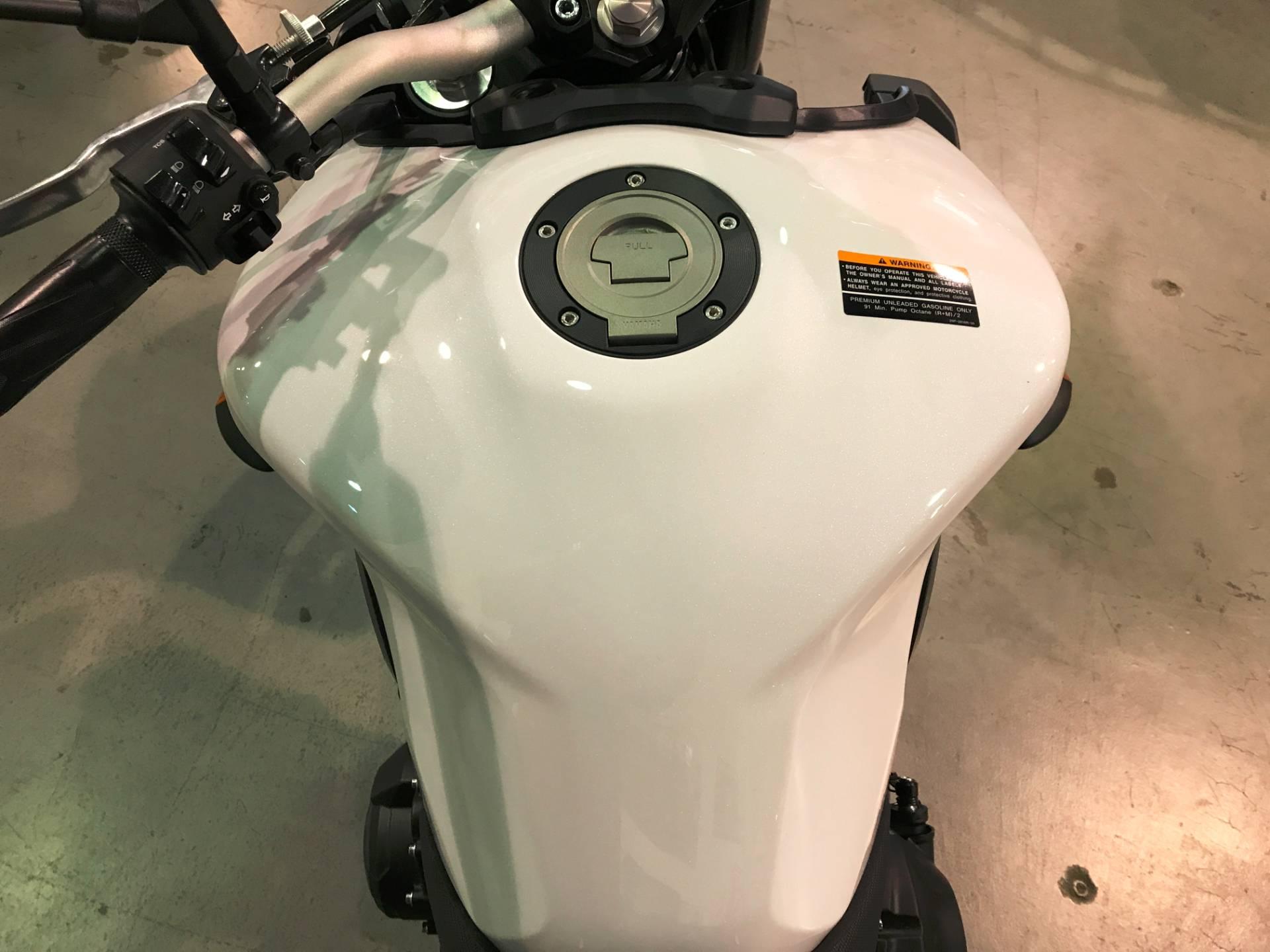 2017 Yamaha FZ-09 12