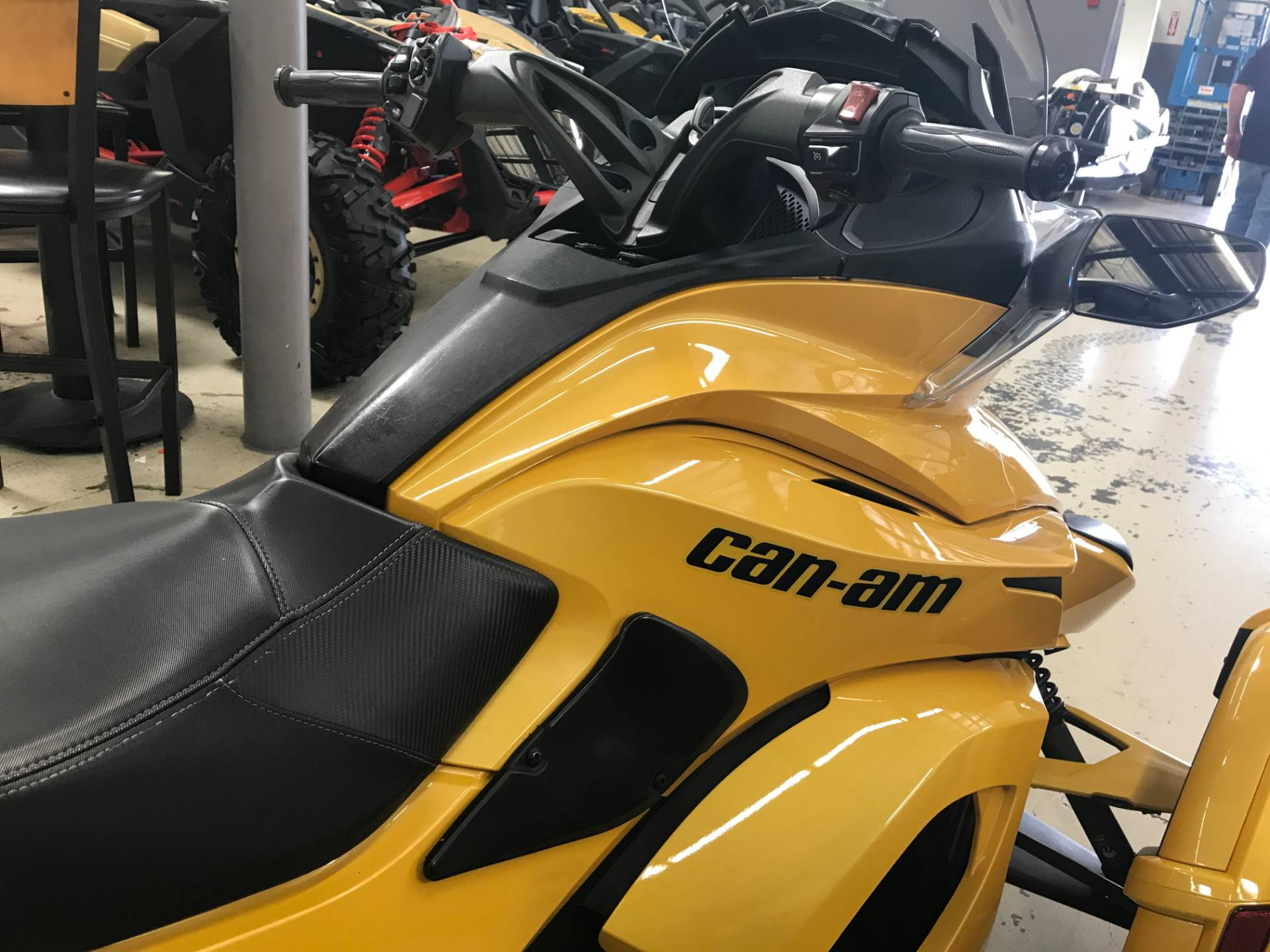 2014 Can-Am Spyder® ST-S SE5 in Corona, California