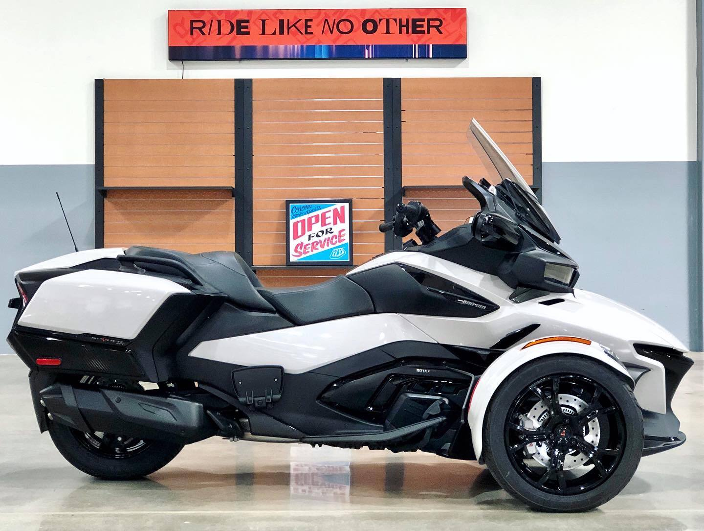 2020 Can-Am Spyder RT in Corona, California - Photo 6