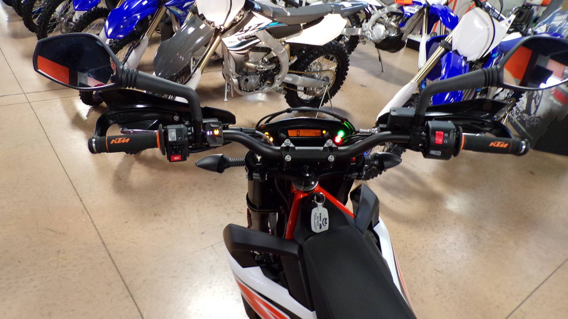 2019 KTM 690 SMC R in Manheim, Pennsylvania - Photo 5