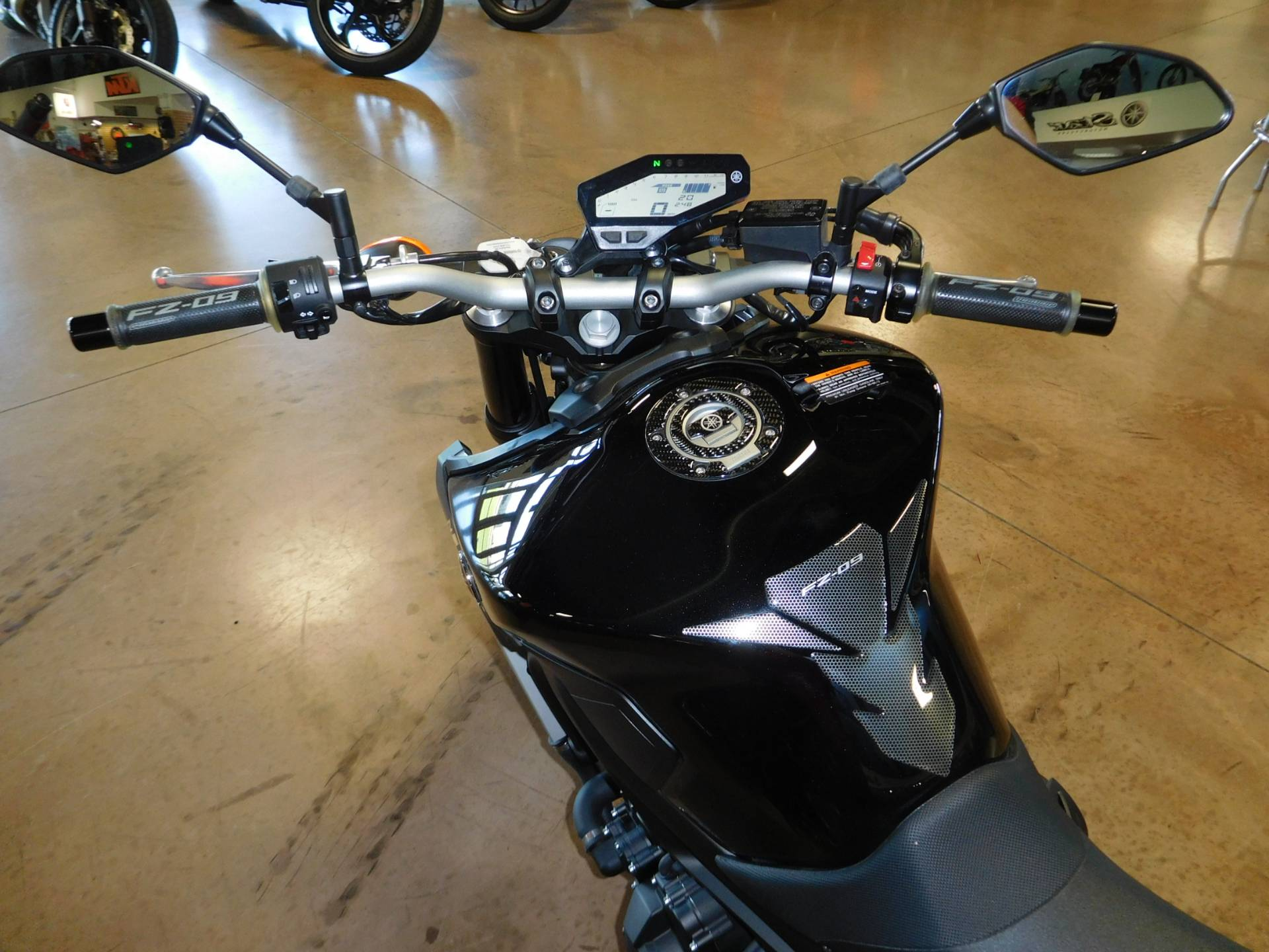 2016 Yamaha FZ-09 in Manheim, Pennsylvania - Photo 3