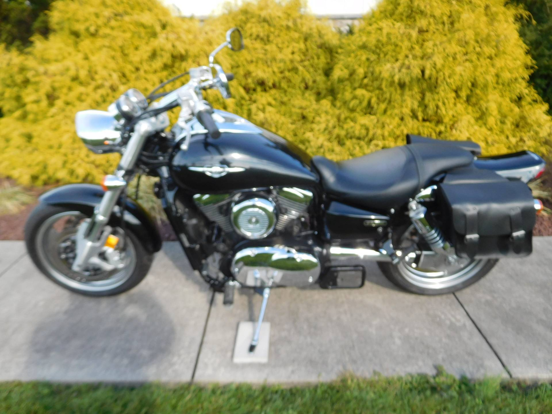2005 Suzuki Boulevard M95 in Manheim, Pennsylvania - Photo 1