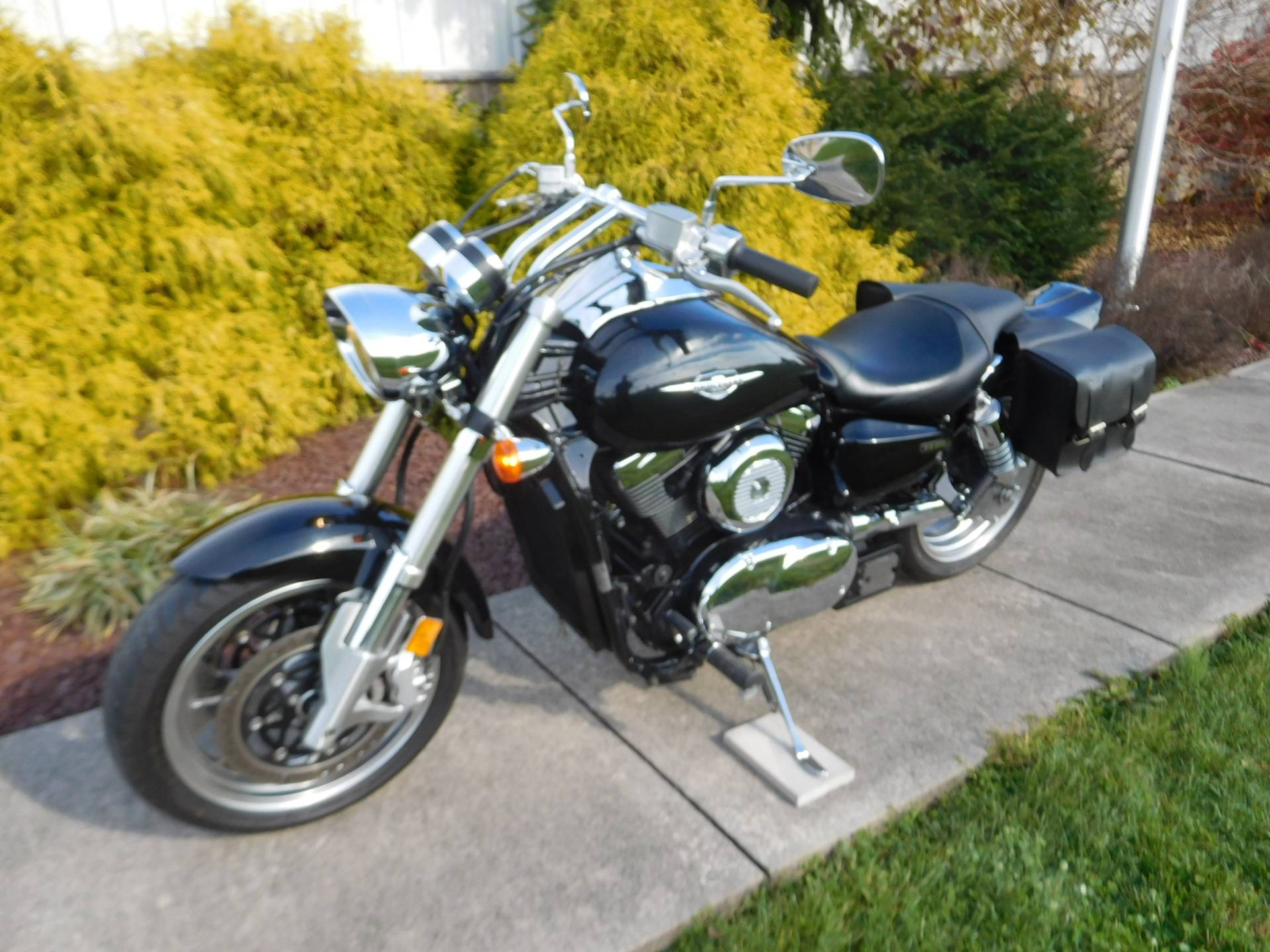 2005 Suzuki Boulevard M95 in Manheim, Pennsylvania - Photo 2