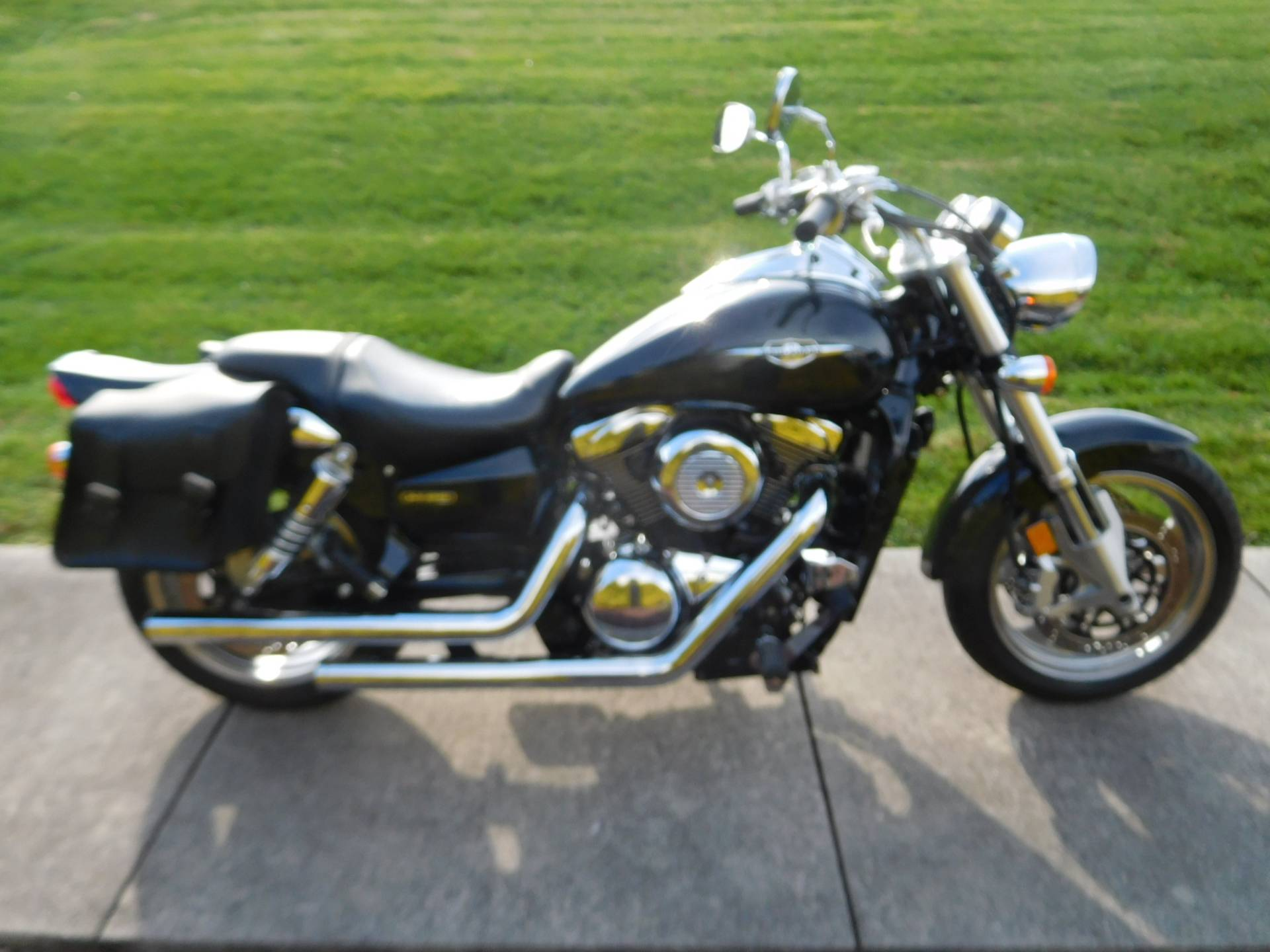 2005 Suzuki Boulevard M95 in Manheim, Pennsylvania - Photo 5