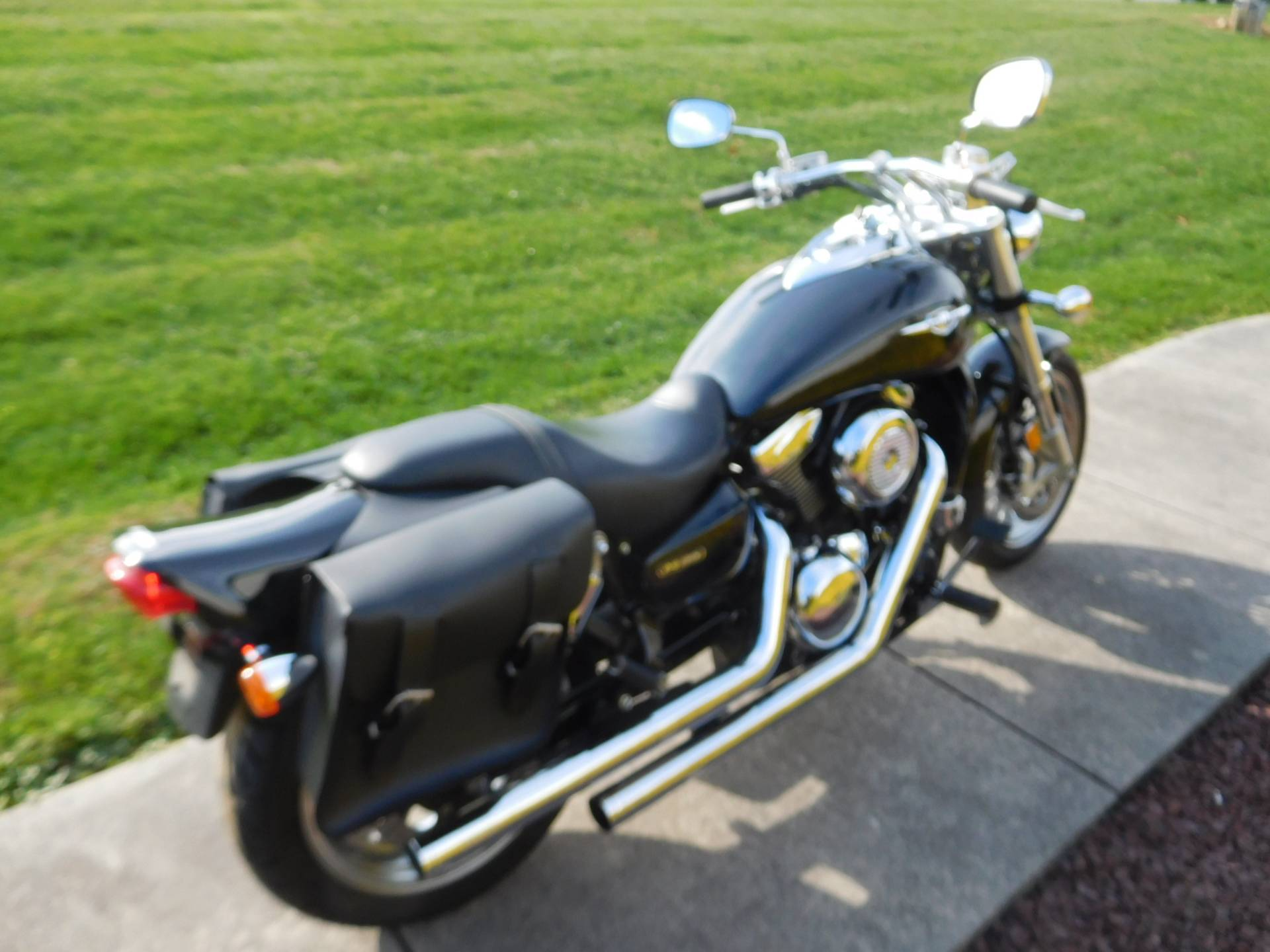 2005 Suzuki Boulevard M95 in Manheim, Pennsylvania - Photo 6