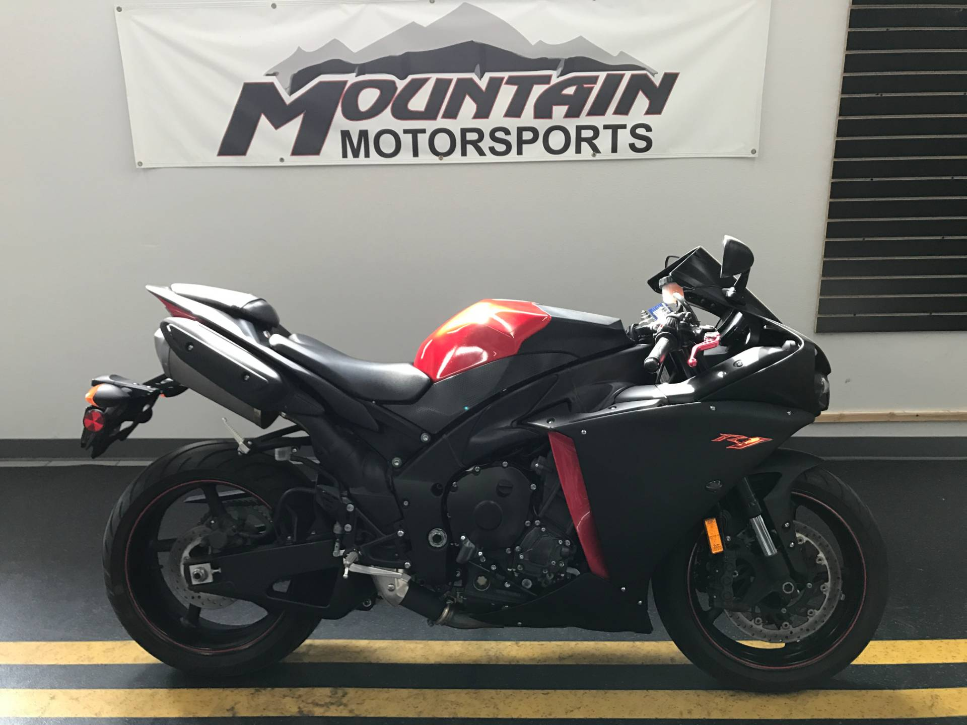 2014 Yamaha YZF-R1 in Ontario, California