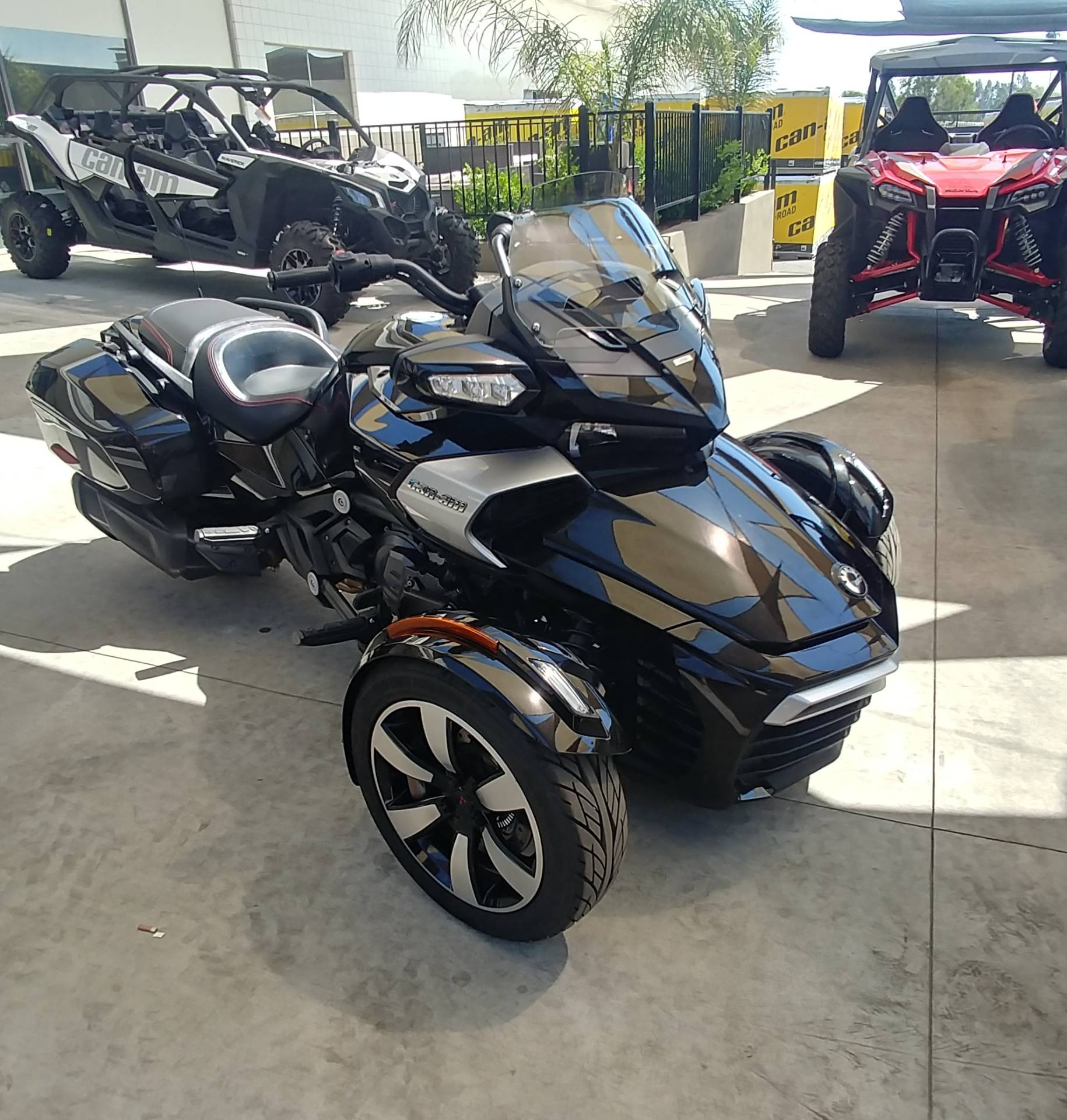 2016 Can-Am Spyder F3-T SE6 w/ Audio System in Ontario, California - Photo 3