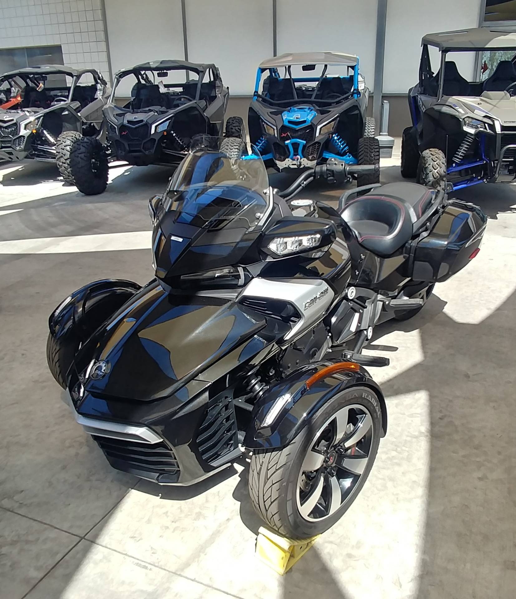 2016 Can-Am Spyder F3-T SE6 w/ Audio System in Ontario, California - Photo 5