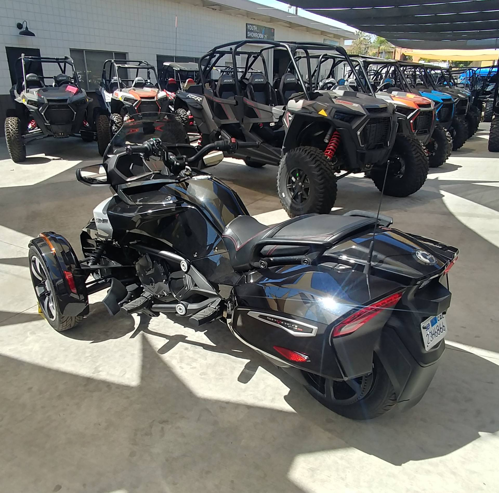 2016 Can-Am Spyder F3-T SE6 w/ Audio System in Ontario, California - Photo 8