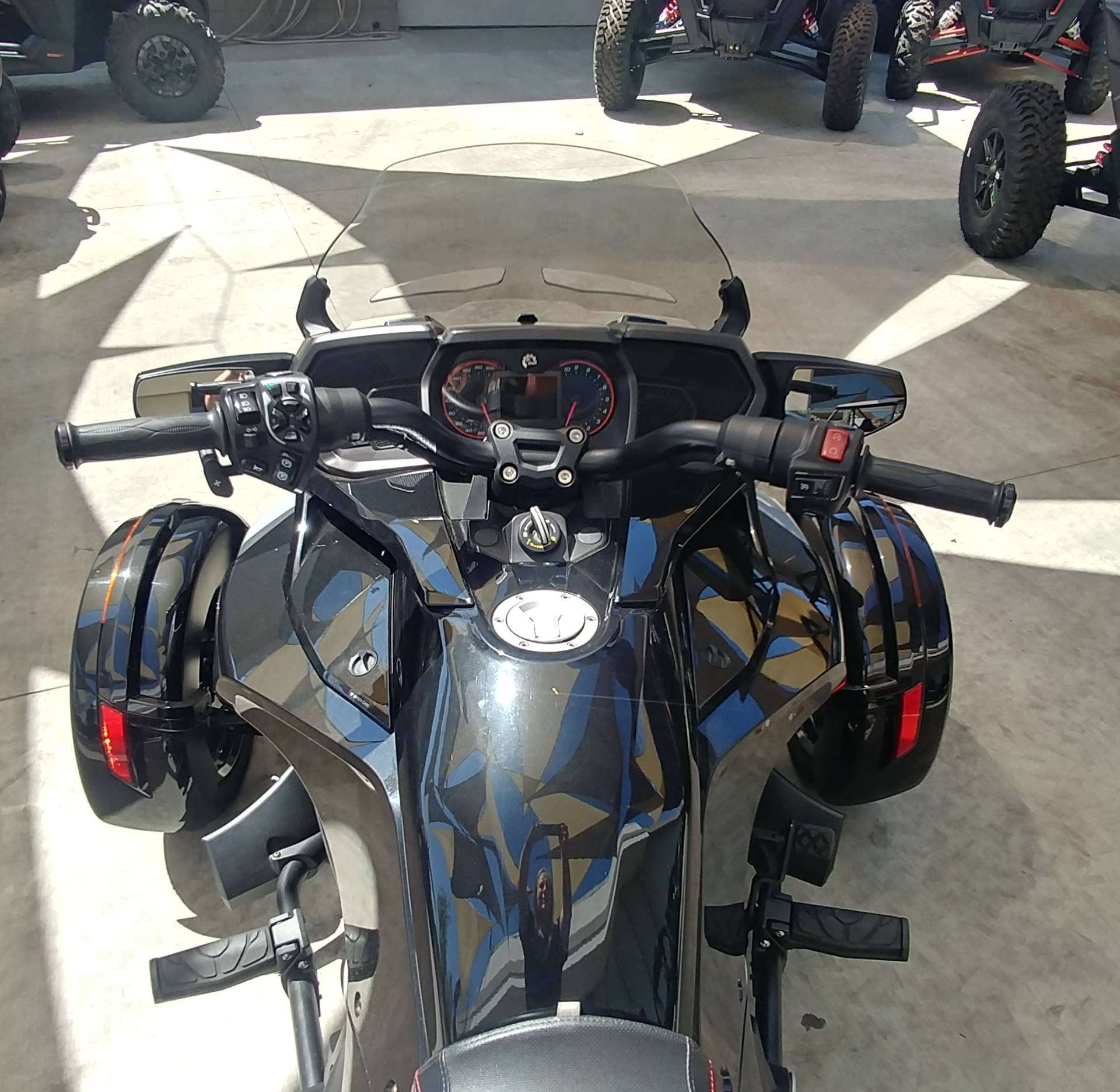 2016 Can-Am Spyder F3-T SE6 w/ Audio System in Ontario, California - Photo 10