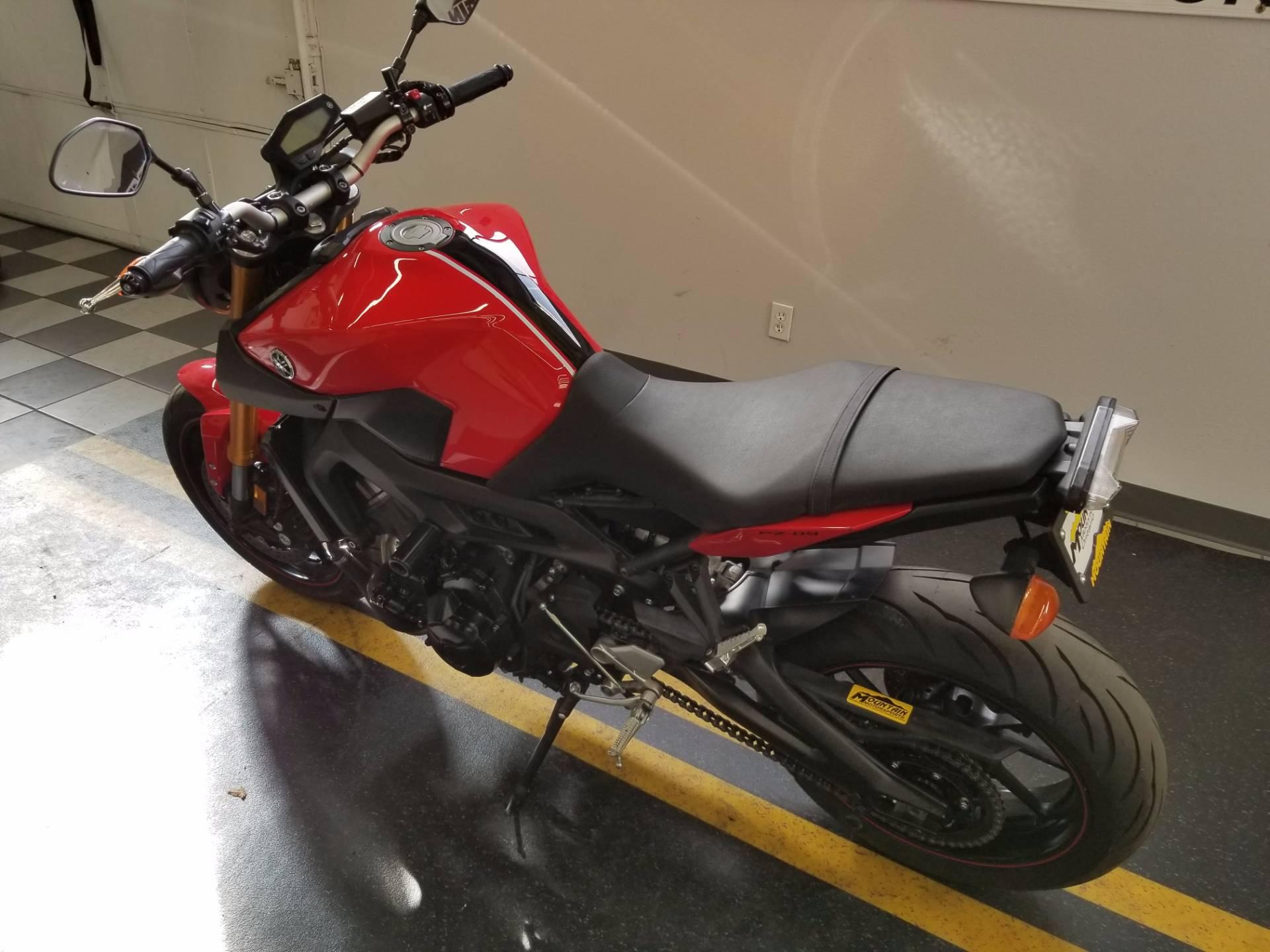 2014 Yamaha FZ-09 3