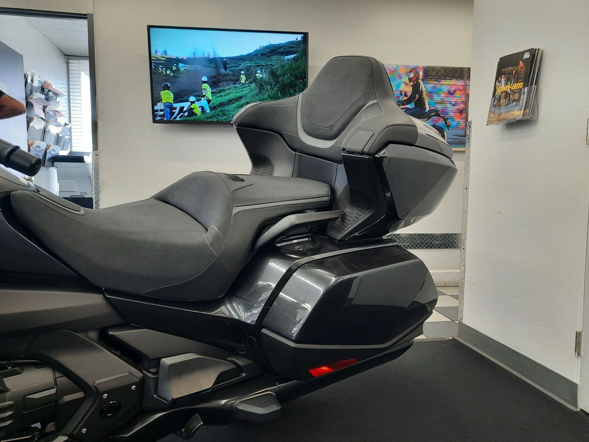 2021 Honda Gold Wing Tour Automatic DCT in Ontario, California - Photo 5