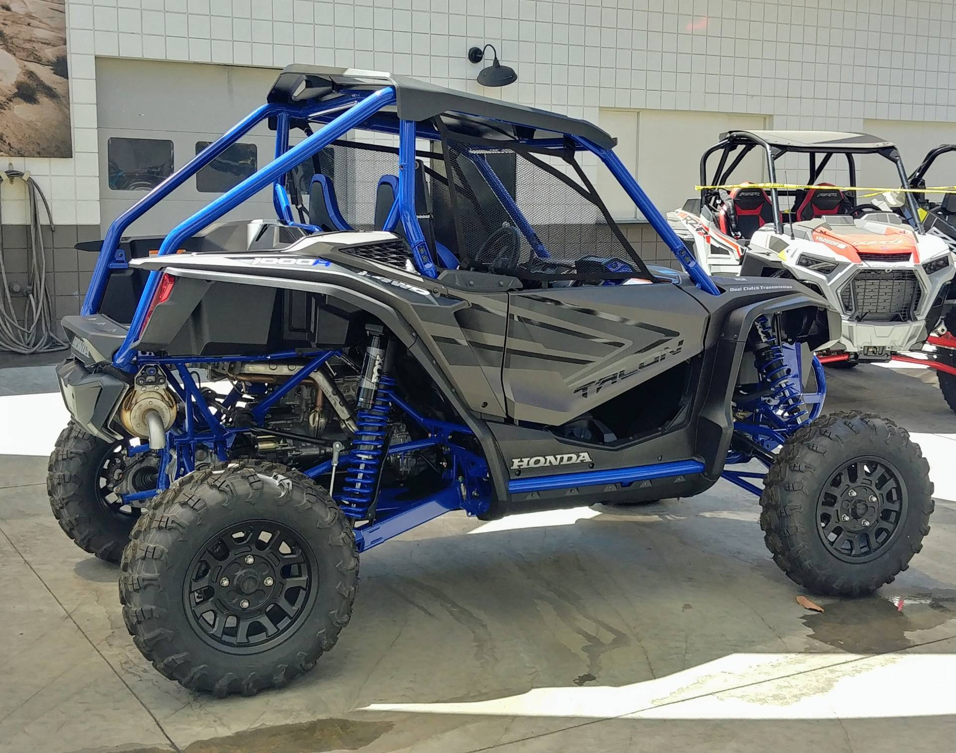 2021 Honda Talon 1000R FOX Live Valve in Ontario, California - Photo 5