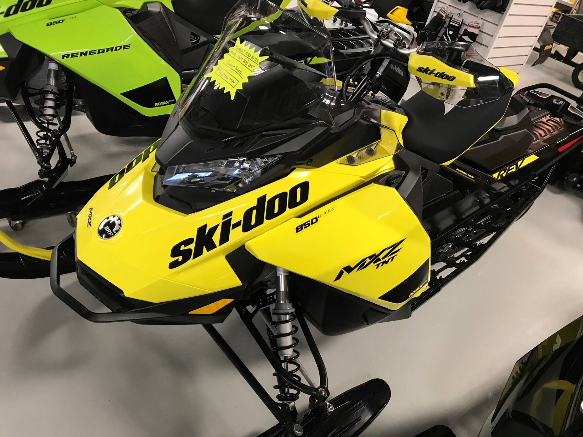 2020 Ski-Doo MXZ TNT 850 E-TEC ES Ripsaw 1.25 in Hillman, Michigan - Photo 2