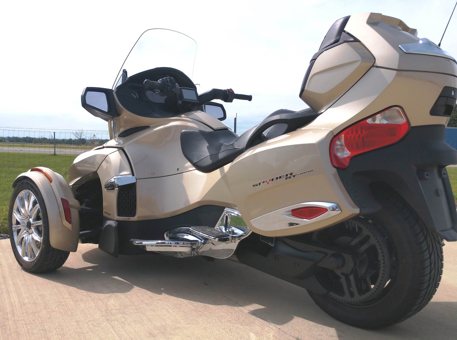 2017 Can-Am™ Spyder RT Limited 6