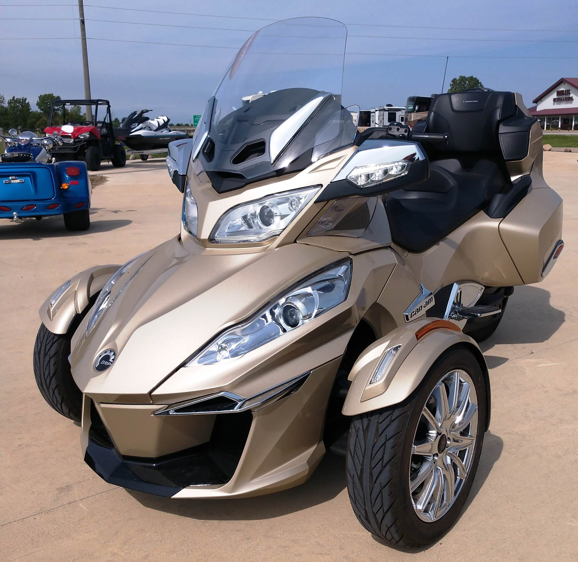 2017 Can-Am™ Spyder RT Limited 3