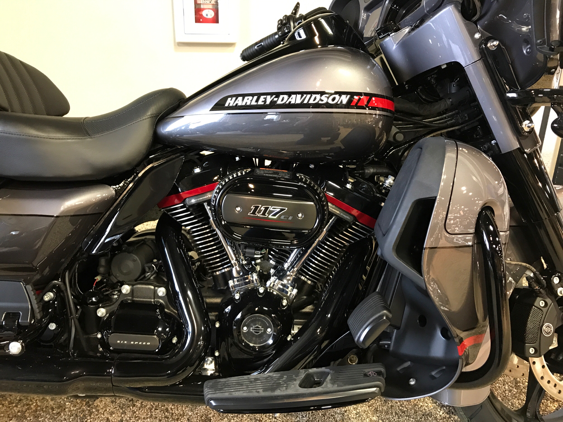 2020 Harley-Davidson CVO™ Limited in Madison, Wisconsin - Photo 5