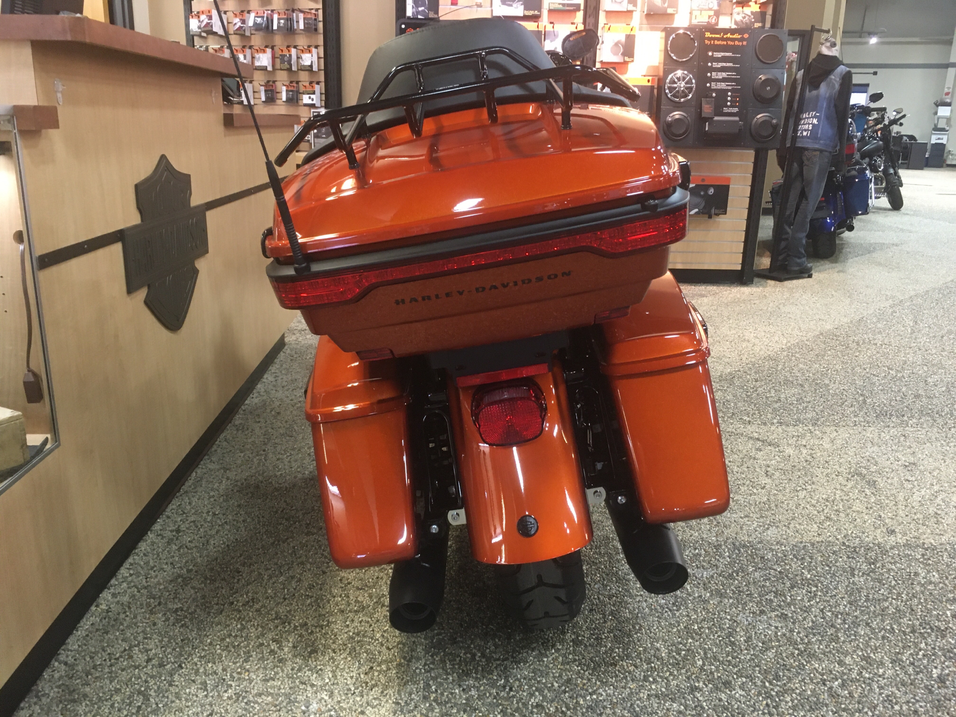 2020 Harley-Davidson Ultra Limited in Madison, Wisconsin - Photo 4