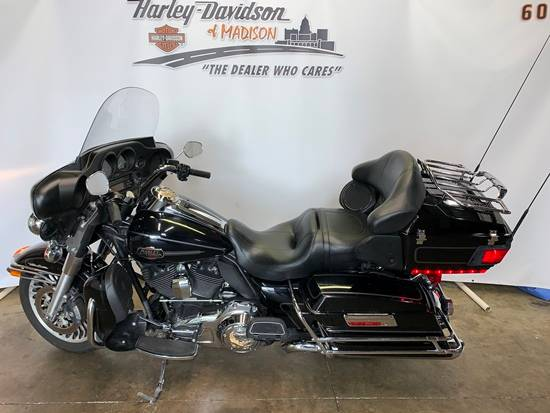 2013 Harley-Davidson Ultra Classic® Electra Glide® in Madison, Wisconsin - Photo 2