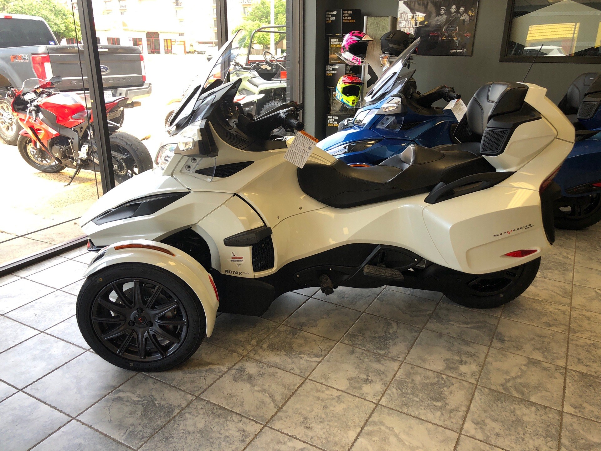 2019 Can-Am Spyder RT in Amarillo, Texas - Photo 1