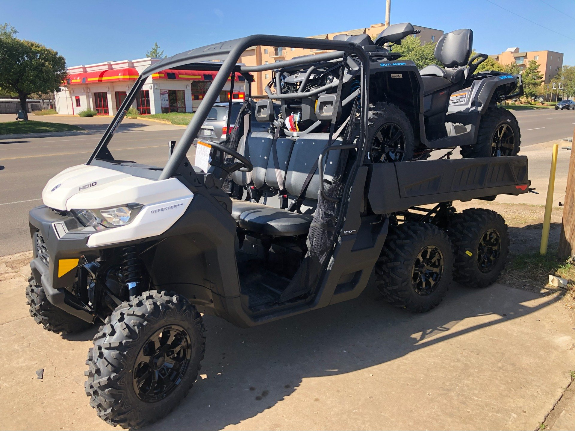 2020 Can-Am Defender 6x6 DPS HD10 in Amarillo, Texas - Photo 3