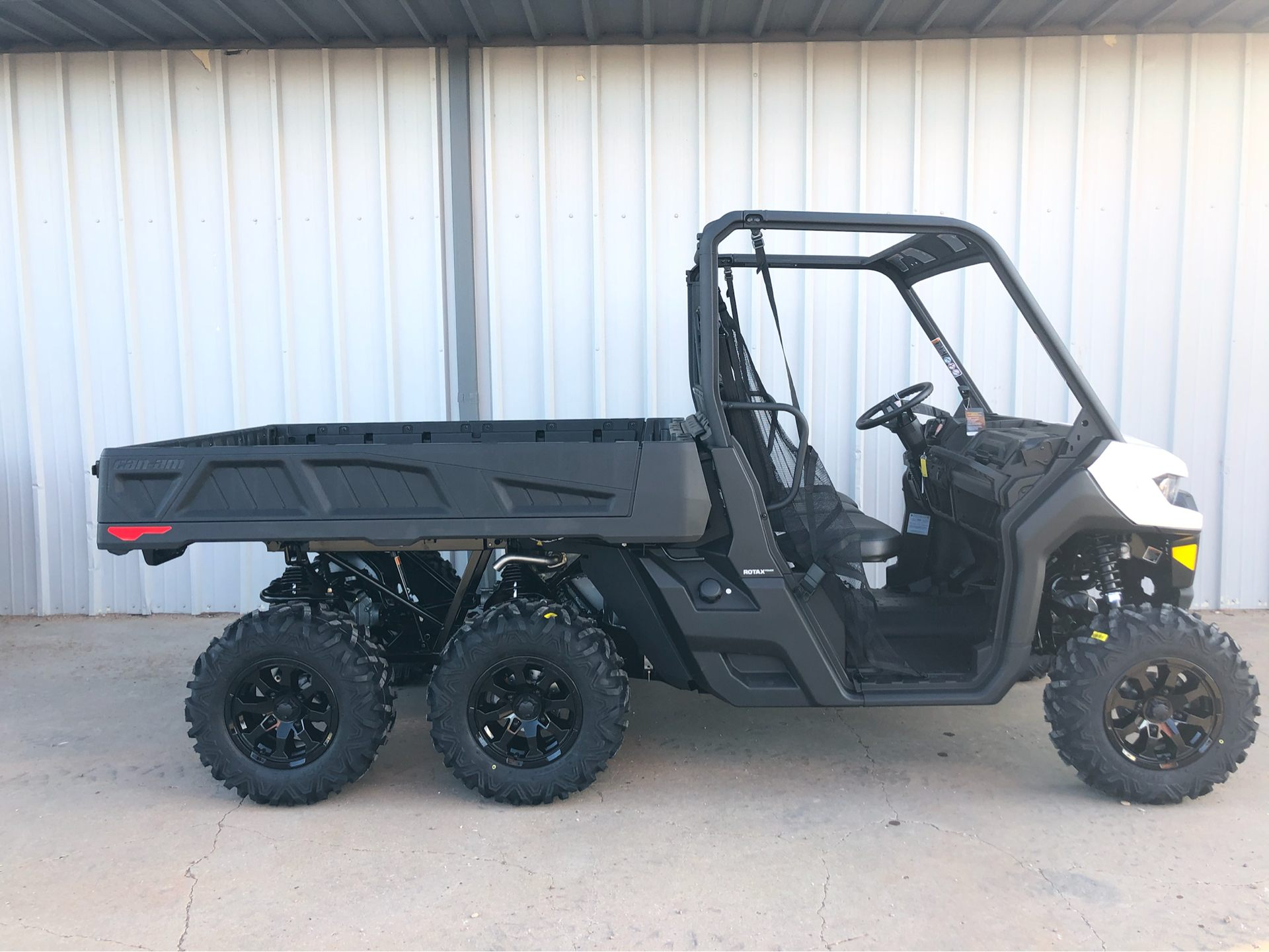2020 Can-Am Defender 6x6 DPS HD10 in Amarillo, Texas - Photo 4