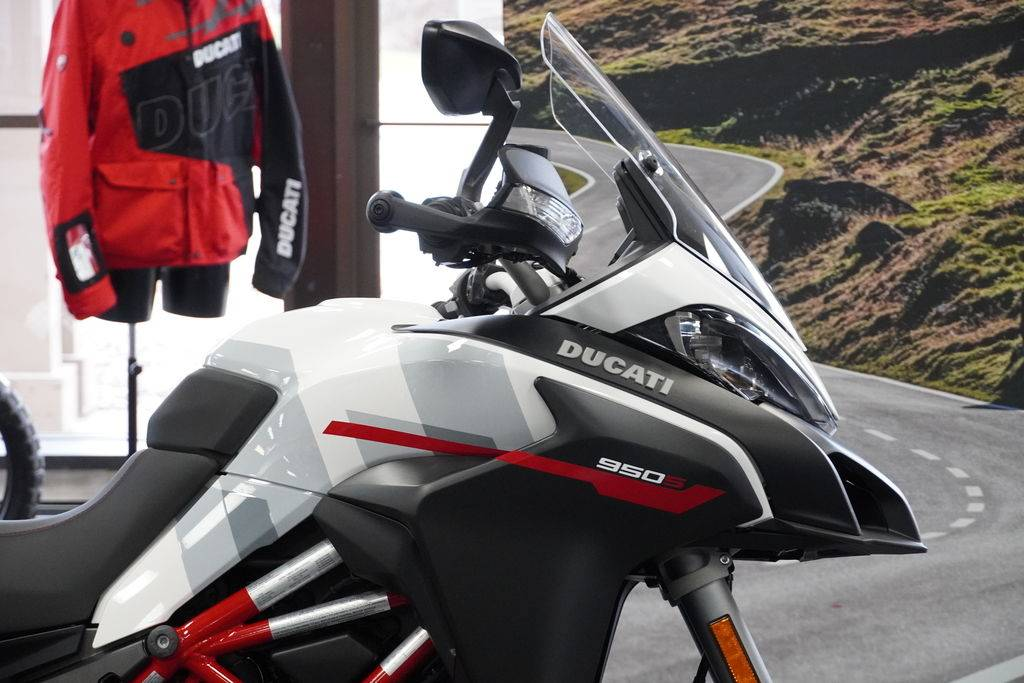 2021 Ducati Multistrada 950 S Spoked Wheel in West Allis, Wisconsin - Photo 3