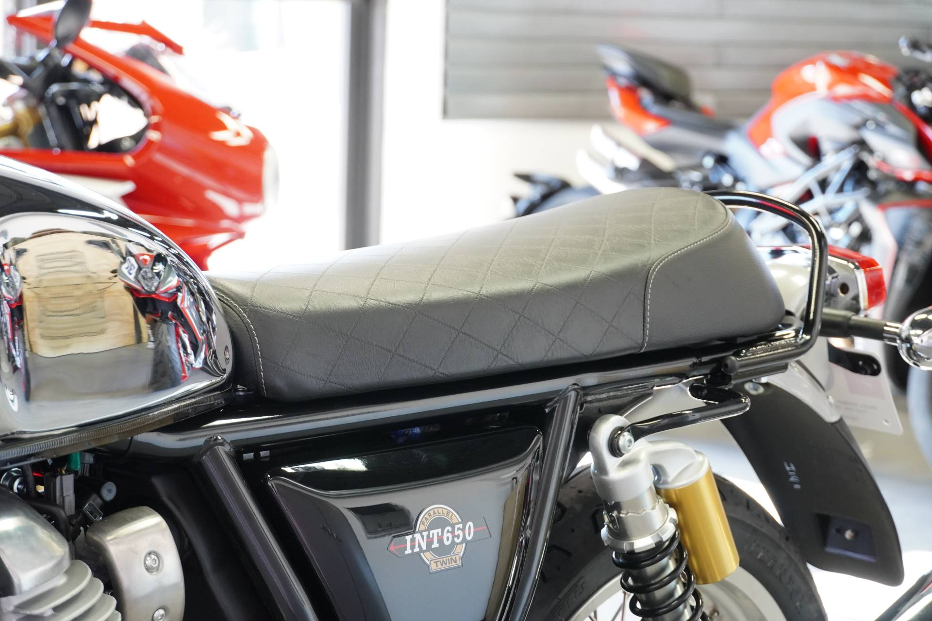 2021 Royal Enfield INT650 in West Allis, Wisconsin - Photo 9