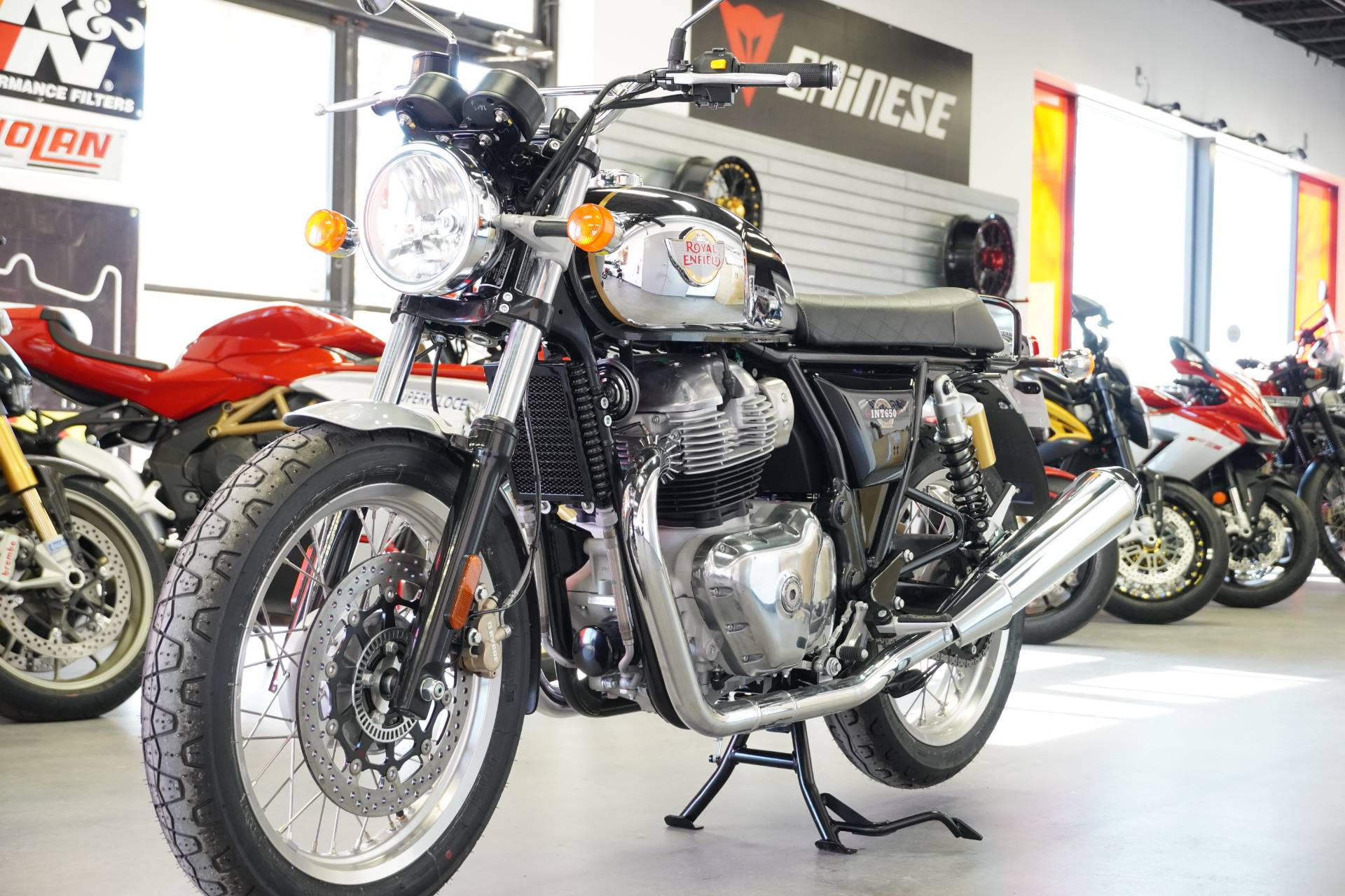 2021 Royal Enfield INT650 in West Allis, Wisconsin - Photo 10