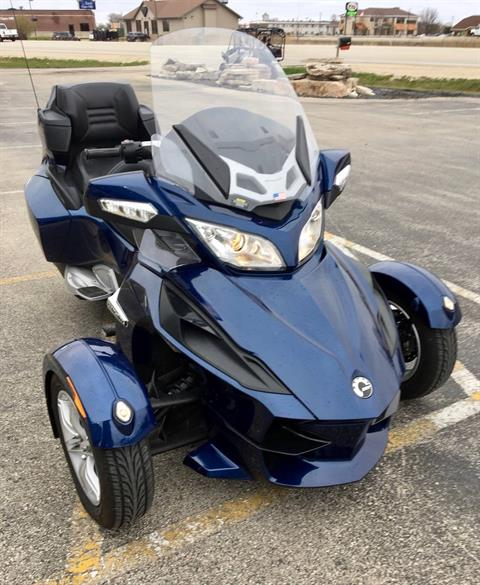 2010 Can-Am Spyder® RT Audio & Convenience SM5 in Fond Du Lac, Wisconsin - Photo 2