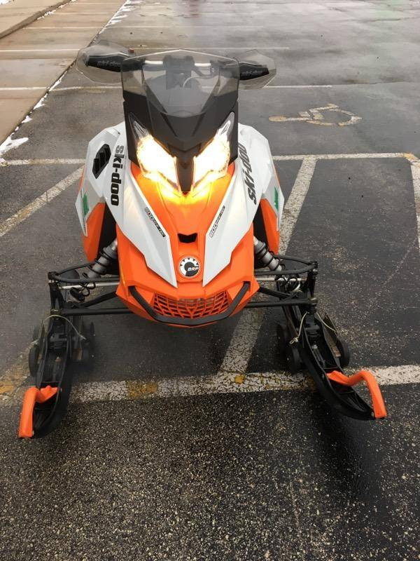 2015 Ski-Doo Renegade® Adrenaline™ E-TEC® 600 H.O. in Fond Du Lac, Wisconsin - Photo 3