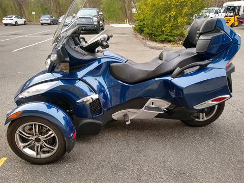2011 Can-Am Spyder® RT-S SE5 in Enfield, Connecticut - Photo 4