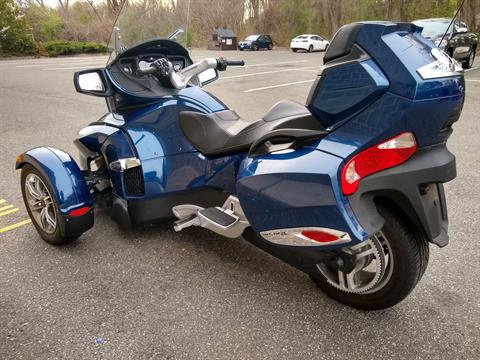 2011 Can-Am Spyder® RT-S SE5 in Enfield, Connecticut - Photo 5