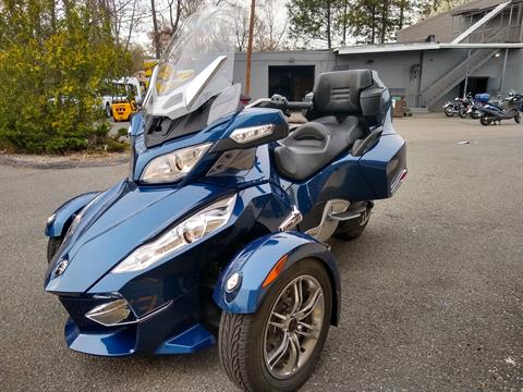 2011 Can-Am Spyder® RT-S SE5 in Enfield, Connecticut - Photo 3