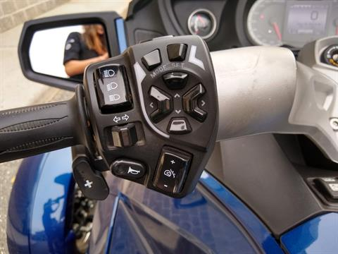 2011 Can-Am Spyder® RT-S SE5 in Enfield, Connecticut - Photo 14