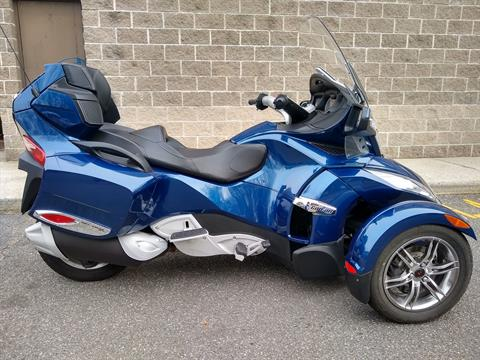 2011 Can-Am Spyder® RT-S SE5 in Enfield, Connecticut - Photo 8