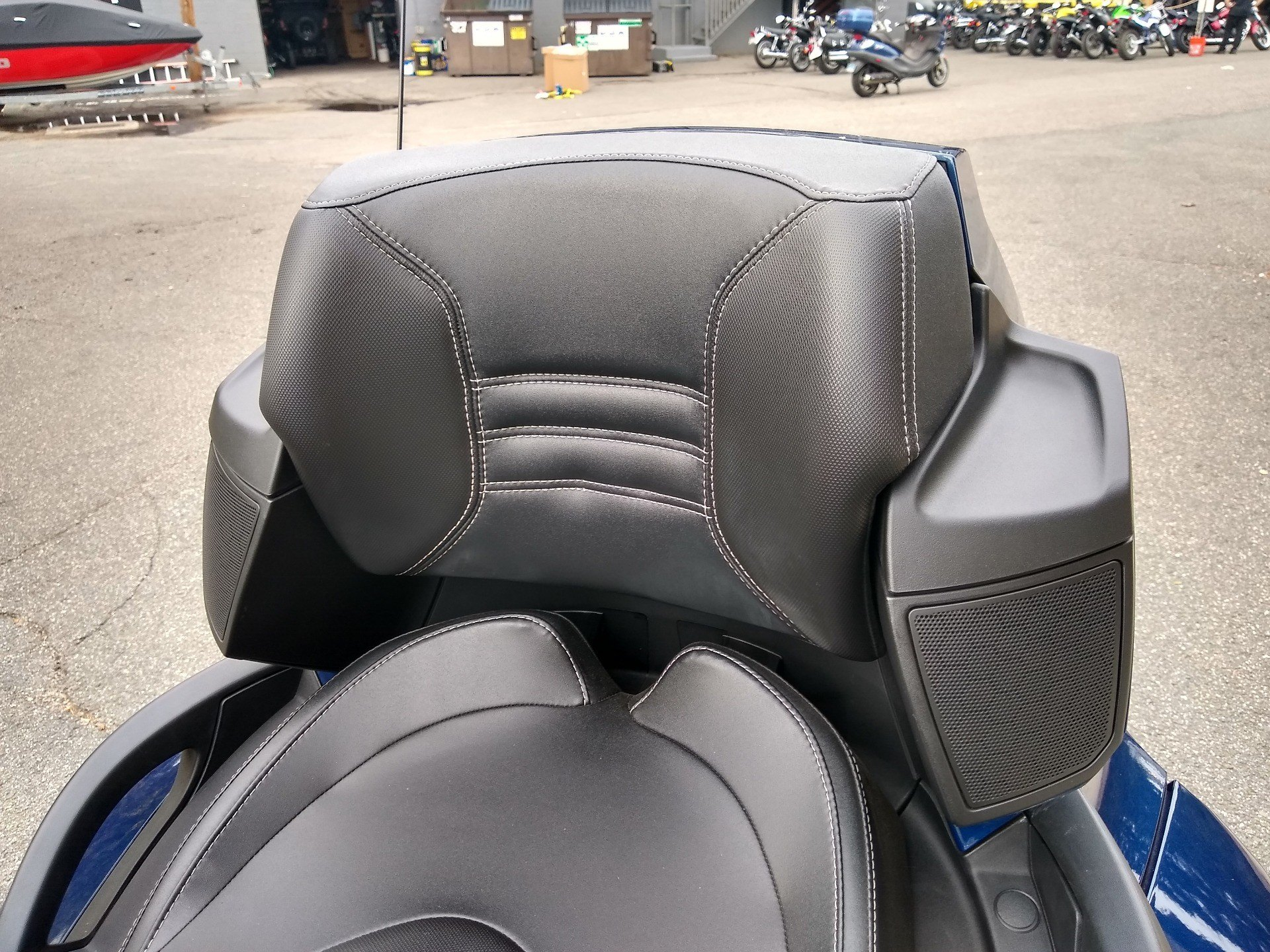 2011 Can-Am Spyder® RT-S SE5 in Enfield, Connecticut - Photo 13