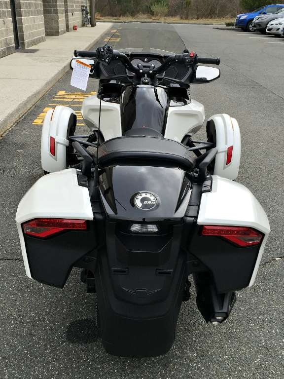 2016 Can-Am Spyder F3-T SM6 in Enfield, Connecticut