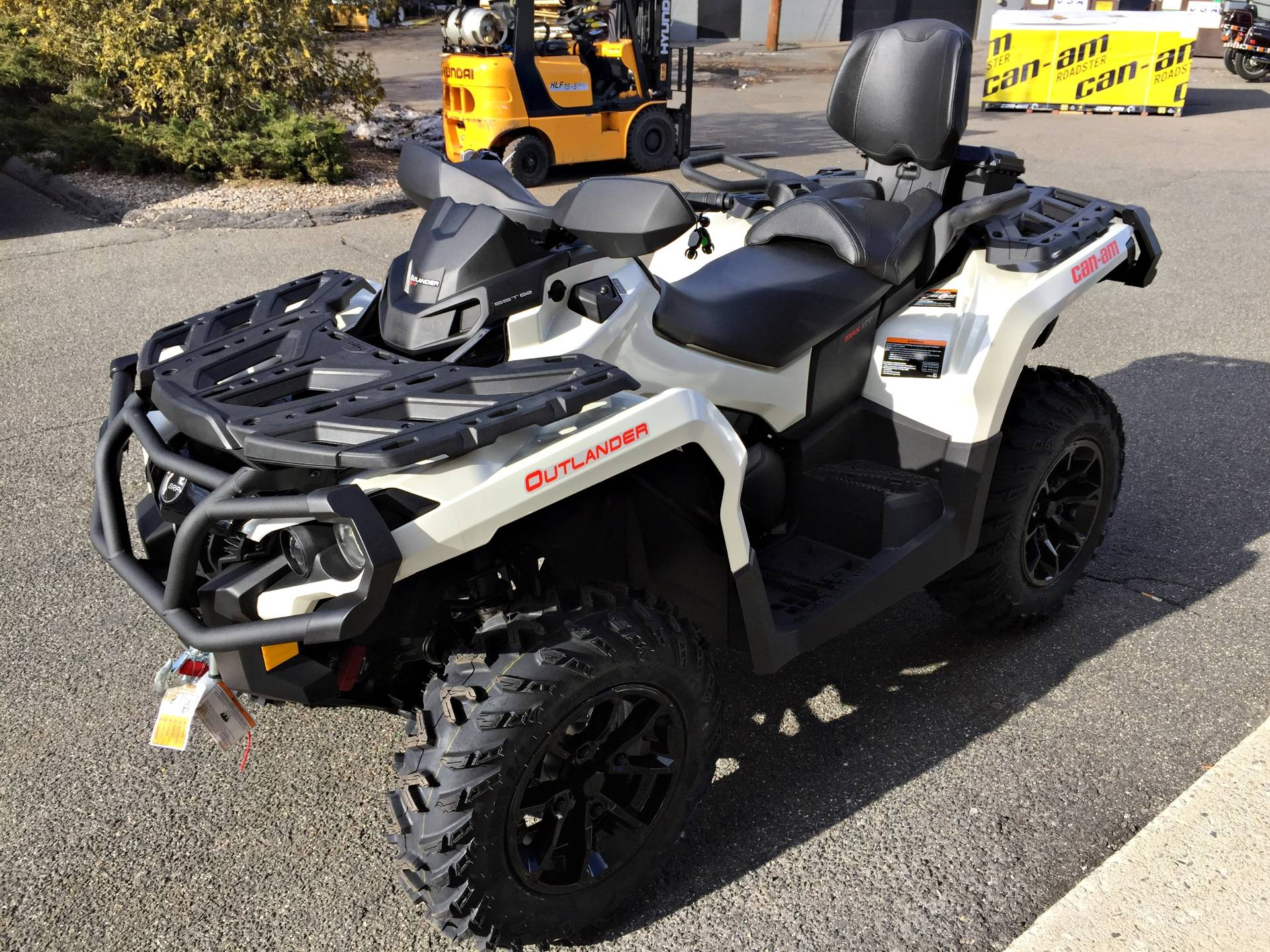 2017 Can-Am Outlander MAX XT 650 in Enfield, Connecticut