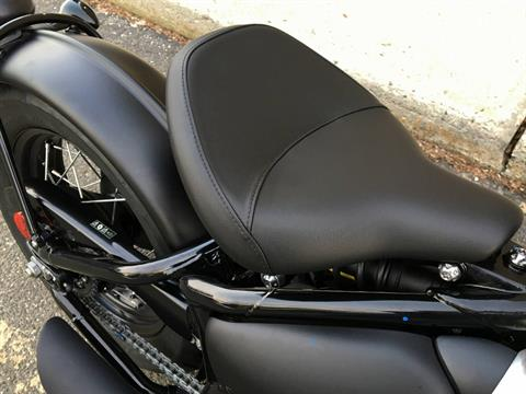 2018 Triumph Bonneville Bobber Black in Enfield, Connecticut - Photo 14