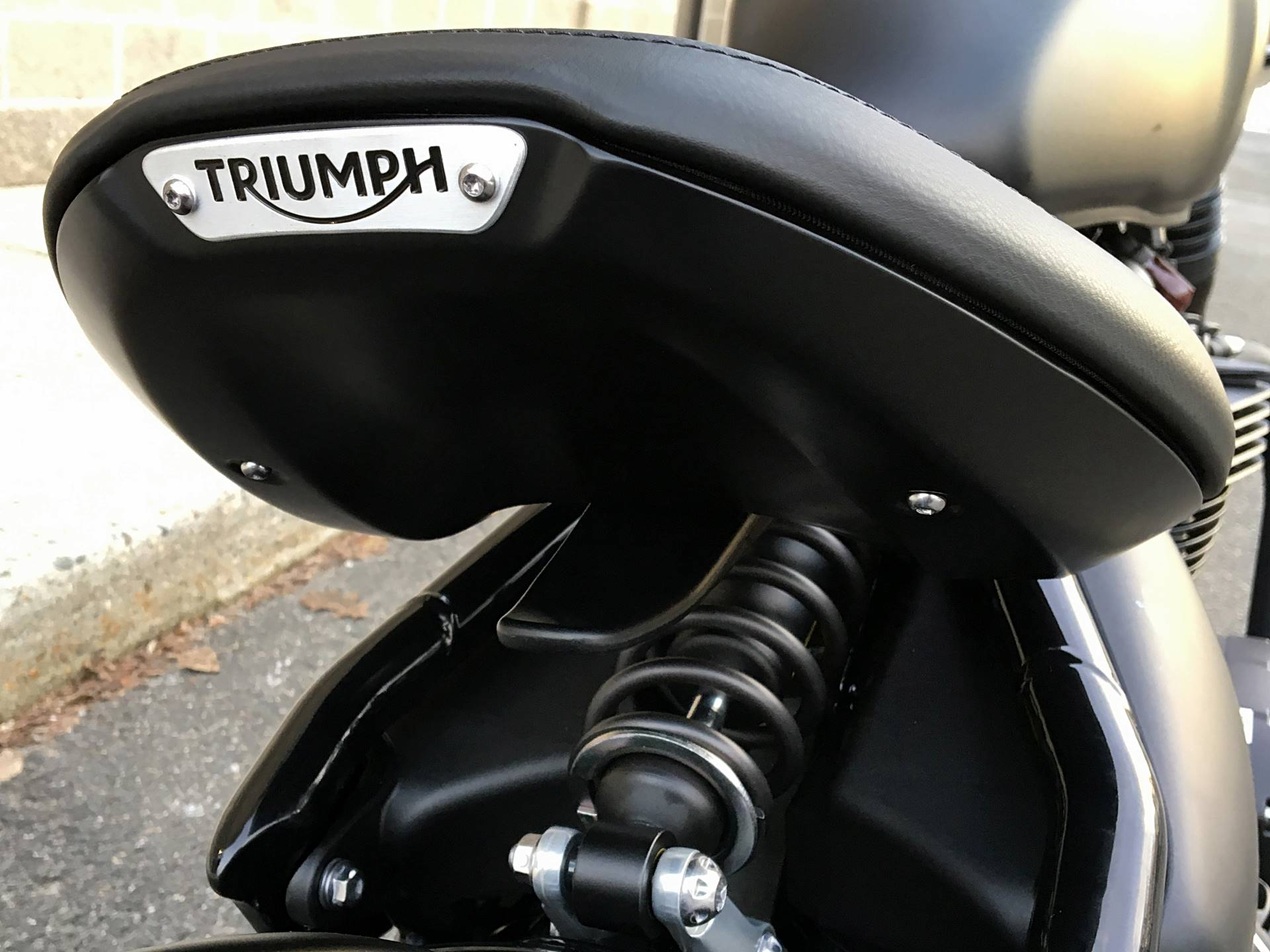2018 Triumph Bonneville Bobber Black in Enfield, Connecticut - Photo 15